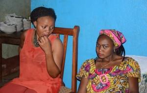 une femme et sa belle-mère, crédit photo : Mireille Flore Chandeup